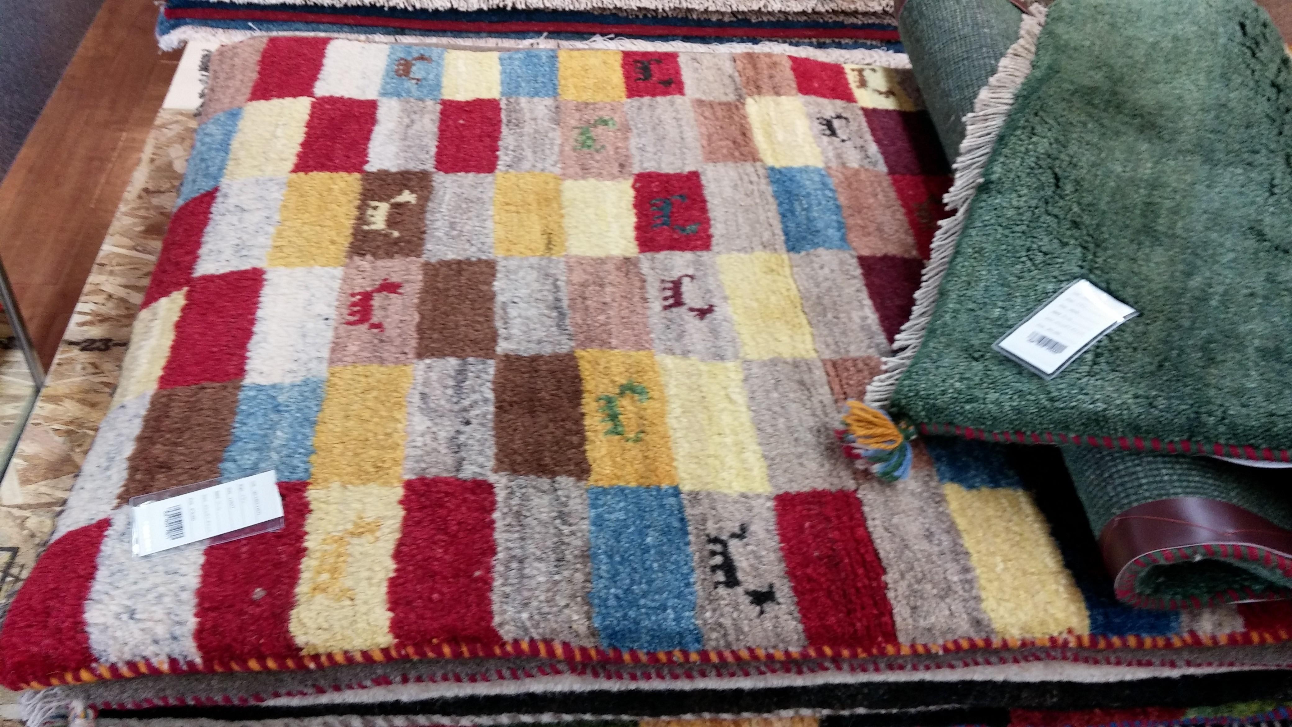 上質な羊毛を丁寧に手織りするから使い込むことにより味わい深く変化し次の代まで受け継がれるほど・・・