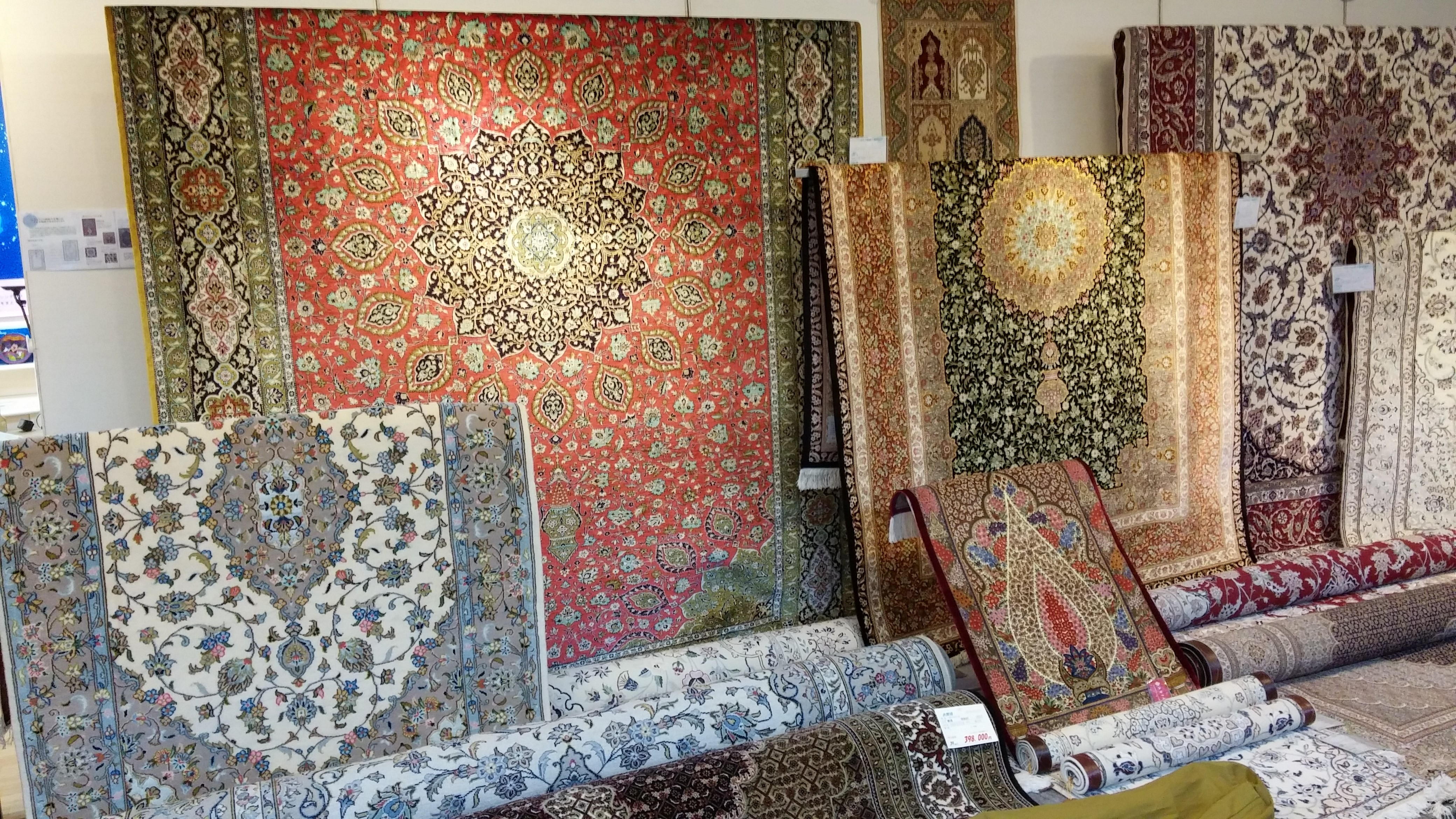 ペルシャ絨毯 コム(シルク)ヘレケ(シルク)カシャーン(ウール) など、大特価にて展示